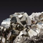 kristallpyrite-345637_1280